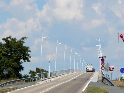 Bogenbrücke nach Marennes
