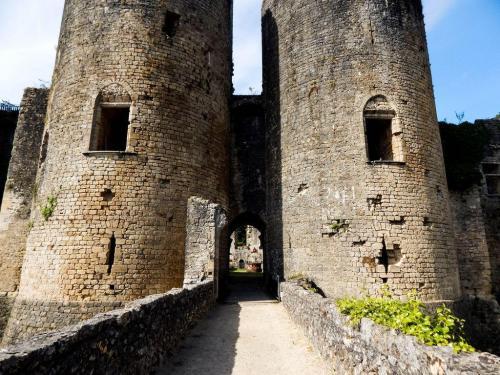 Chateau de Villandraut Eingang