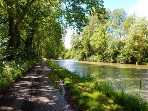 Canal du Midi zwischen Sonne und kräftigen Schauern.