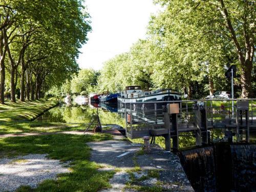 Hausboote vor Ramonville