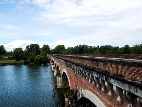 Pont de Canal vor Moissac über den Fluss Tarn