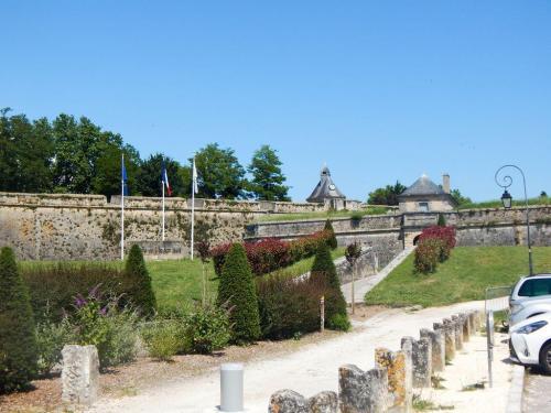 Die Zitadelle von der Straße aus gesehen