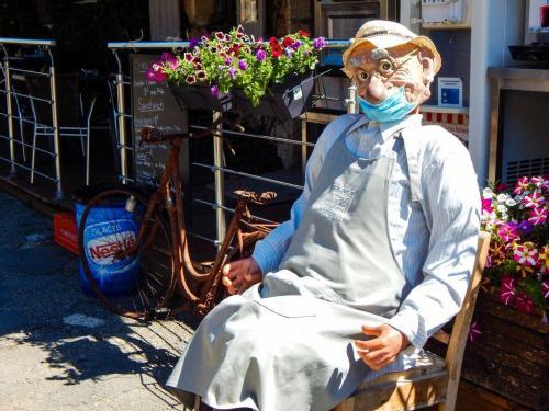Dieser Herr hier trägt sine Maske nicht richtig!
