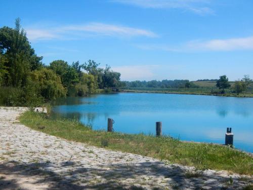 Ein kleiner See am Radwanderweg