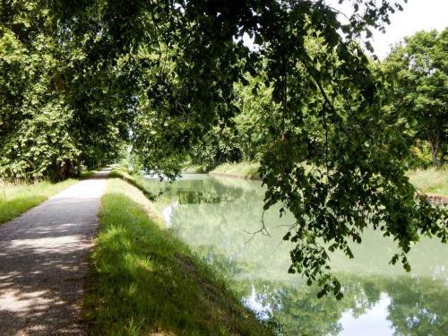Eine der schönsten Strecken entlang des Kanals bei Golftech