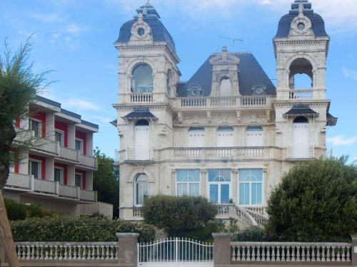 Minischloss entlang der Küstenstraße nach Royan