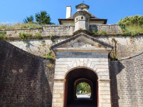Zweites Tor hinter dem Haupttor